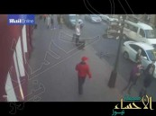 بالفيديو … امرأة تصدم دراجين بسيارتها بعدما تحرشا بها