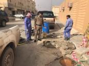 """بالصور.. """"الدفاع المدني"""" بالأحساء ينقذ طالبات مدرسة من حفرة """"الموت"""""""