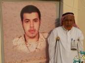 هذا المواطن فقد قدمه في حرب الكويت.. واستشهد ابنه بجازان