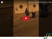 شاهد.. عامل نظافة يوقظ المواطنين بتلاوة القرآن أثناء الدوام!!