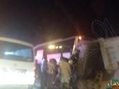 بالصور.. حادث مروع بين حافلة وشاحنتين في الأحساء يستنفر الجهات المعنية