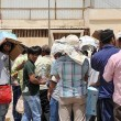 """""""حقوق الإنسان"""" تتفاعل مع عمالة احتجزتهم شركة 12 يوماً دون طعام بالأحساء"""