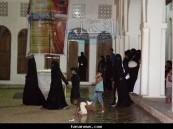 الزوار في أجواء مهرجان سوق هجر 2 الماطرة