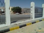 بالصور… في حادثة غريبة بالأحساء سرقة سور مدرسة …!!!
