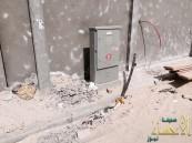 بالصور .. شركة منفذة لإيصال التيار الكهربائي تترك الشارع بدون سفلته لأكثر من (60 يوم)
