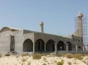 """بالصور… في #الأحساء """"العصافير"""" و """"الكلاب"""" تسكن مسجد بعد نسيان المسؤولين له"""