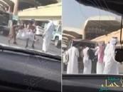 الشاب الذي أُجبر على ركوب دورية المرور بمطار الرياض يروي تفاصيل الواقعة