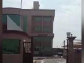 """بالفيديو.. مبنى وزارة التجارة الجديد في #الأحساء ينذر """"بكارثة"""".. ومواطن يسأل: من المسؤول ؟!"""
