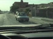 """بالفيديو… في #الأحساء شارع بقانون """"كل من إيدو إلو"""" !!"""