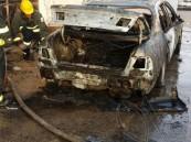 """بالصور.. إصابة مواطن بحروق بعد تحول سيارته لقطعة لهب في """"راشدية"""" #الأحساء"""