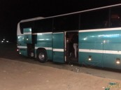 """بالصور.. مواطن من #الأحساء يوثق معاناة ركاب """"حملات العمرة"""" ويطالب بالرقابة !!"""