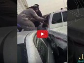 شاهد… متهور يهرب من نقطة تفتيش ويصطدم بـ10 سيارات بالجسر المعلق!!