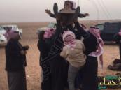 """بالصور.. """"سعودي"""" يضرب أروع مثل في التضحية والوفاء لصديقه!!"""
