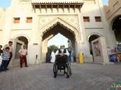 """بالصور.. سفير الإبداع """"غانم قطر"""" يتعرف على """"تراث الأحساء"""" و """"الأمين"""" يحتفي به"""