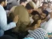 بالفيديو.. القبض على شخص حاول حرق الكعبة !!