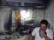 """بالصور… نشوب حريق بـ""""كافيتريا"""" في العيون والدفاع المدني ينقذ الموقف!"""