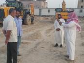 """بالصور.. """"العجمي"""" يتفقد مشروع إنشاء جامع الأمير سلطان بن عبدالعزيز وعدد من المرافق بالعيون"""