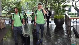 بالصور .. المنتخب السعودي الأول لكرة القدم يصل تايلند
