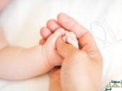 دراسة: التواصل باللمس قد يساعد في نمو أدمغة حديثي الولادة