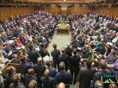 """بطلب من رئيسة الوزراء.. """"العموم البريطاني"""" يصادق على إجراء انتخابات مبكرة"""