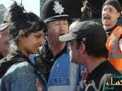 """""""الصليبيون"""" الجدد.. حاصروا """"محجبة"""" في شوارع بريطانيا فتدخلت هذه المرأة !!"""
