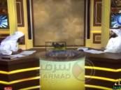 على الهواء مباشرةً: ماعز تتجول في استوديو برنامج حواري بقناة فضائية!!