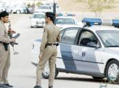 «شرطة الرياض» تُطيح بعصابة تكسير زجاج السيارات وسرقة محتوياتها