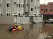 """غرق """"خميس مشيط"""" في مياه الأمطار .. و احتجاز 8 أشخاص"""