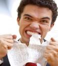 """5 أنواع من الأطعمة تساعدك على تحسين """"مزاجك"""" السيئ"""