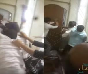 بالفيديو.. إيرانيون غاضبون يقتحمون منزل ممثل المرشد