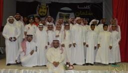 في لمسة وفاء .. طلاب ابتدائية الأمير محمد بن فهد يكرمون معلميهم