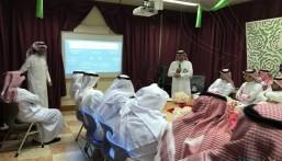 """""""الباش"""" يقيم برنامج """"قيادة الأداء الإشرافي"""" بثانوية الملك خالد"""