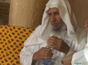 وفاة الشيخ العيدان وهو ينتظر إمامة المصلين بجوار مصحفه بالمسجد