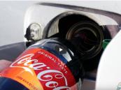 """شاهد… ملأ خزان سيارته بـ""""الكولا"""" بدلاً من البنزين وهذا ما حدث !!"""