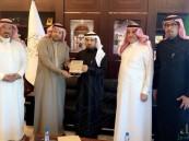 """بالصور.. مدير """"جامعة الملك فيصل"""" يلتقي بـ""""الموسى"""" لبحث سبل التعاون الثقافي"""
