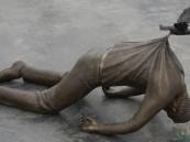 هل فكرت يومًا في قصة هذه المنحوتة التي أشعلت مشاعر العرب.. صاحبها يحكي فكرتها!
