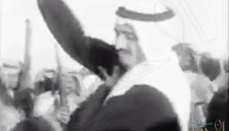 شاهد.. فيديو نادر للملك سلمان يؤدي العرضة خلال احتفال للحرس الوطني عام 1962