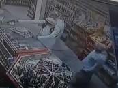 شاهد… إفشال وافدَين مصريين لعملية سطو مسلح بالخبر والشرطة تعلق على الحادث