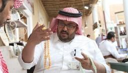 """""""الجنادرية"""" يشهد بيع """"سبحة"""" بـ 5 آلاف ريال.. وهذه قصة """"الخراط"""" مع أمير سعودي"""