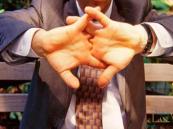 """علماء يكتشفون سر أصوات """"طقطقة"""" الأصابع !!"""