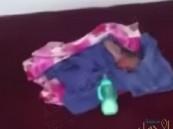 شاهد… مواطن يعثر على رضيع حديث الولادة داخل مسجد بالدمام !!