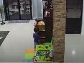"""فيديو """"مخيف"""" يدق ناقوس الخطر في كل منزل !!"""