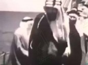في فيديو نادر.. الملك المؤسس يدشن تصدير أول شحنة من النفط السعودي قبل 79 عاماً