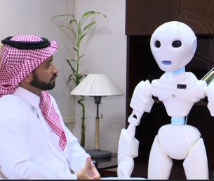 بالفيديو.. سعودي يطور أول روبوت بالعالم يتحدث العربية!!