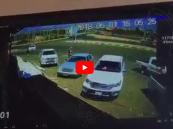 بالفيديو.. قائد مركبة يدهس مُسناً بشكل متعمد في جازان