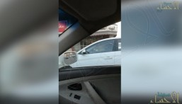 بالفيديو .. سيدة تقود سيارتها في الأحساء قبل الموعد المحدد للسيدات بالقيادة