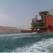 شاهد.. أكبر حفار في تاريخ قناة السويس يعبر بإتجاه الخليج لفصل قطر عن جزيرة العرب