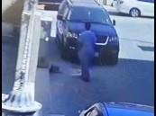 """شاهد.. """"شرطة الشرقية"""" تطيح بصاحب مقطع """"سرقة السيارات"""