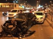 """بالصور… تصادم 5 سيارات يُصيب 5 أشخاص وتلفيات كبيرة قرب """"سوق الحراج"""" !!"""