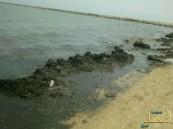 بالفيديو والصور..شاطئ العقير يستقبل زواره بمياه الصرف الصحي